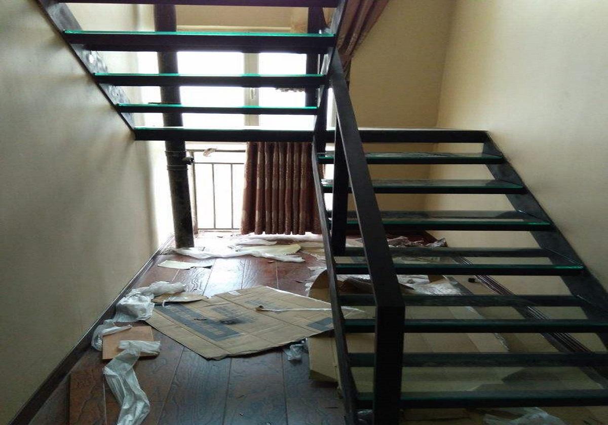 别墅中空钢结构楼梯